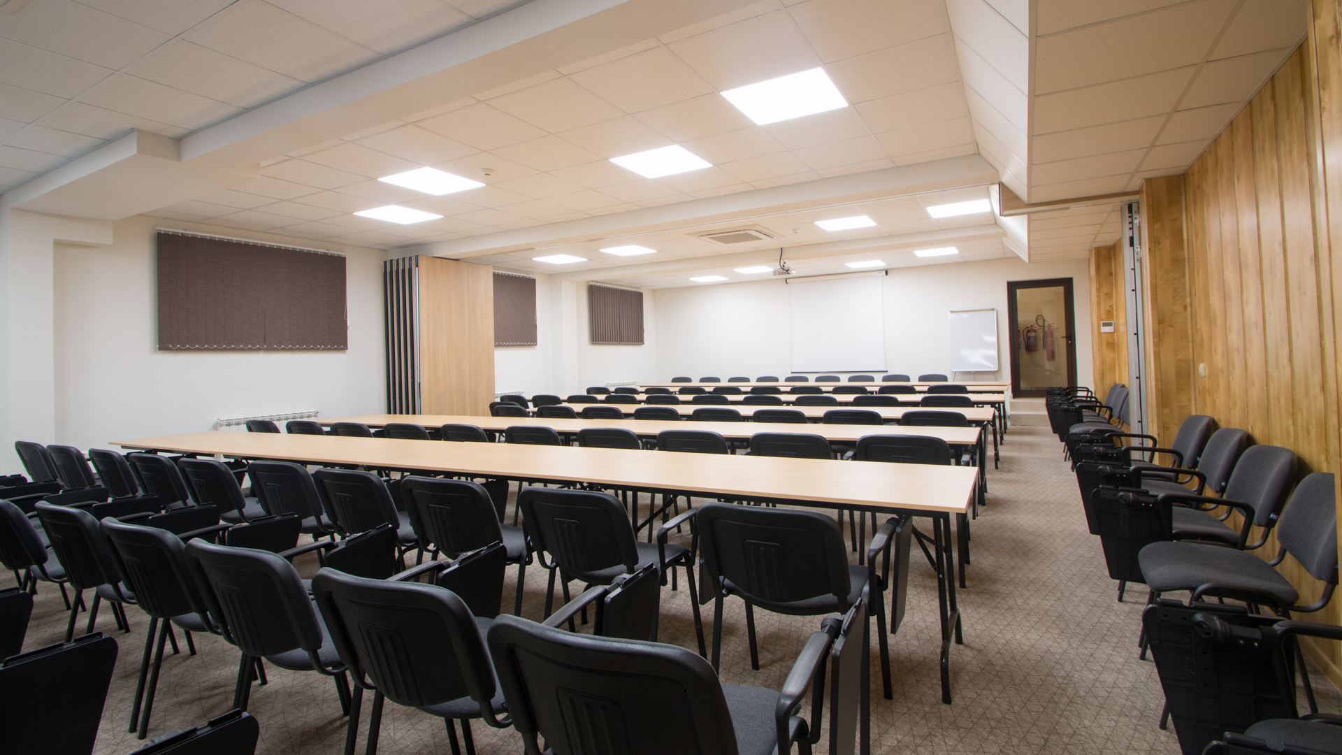 Конферентната зала